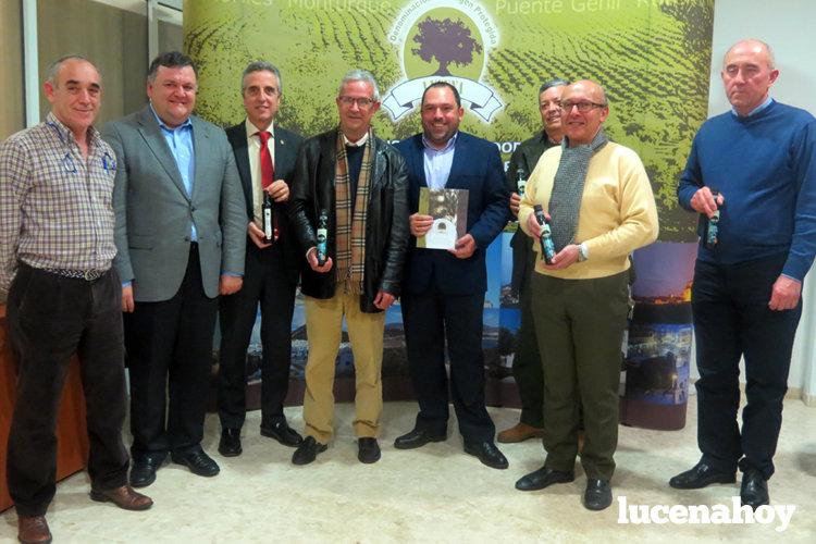 El consejo regulador de la DO «Aceite de Lucena» distribuye las primeras botellas e impulsará la promoción